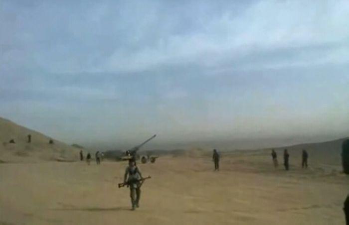 IS武装拍到美军炸弹命中火炮最后瞬间