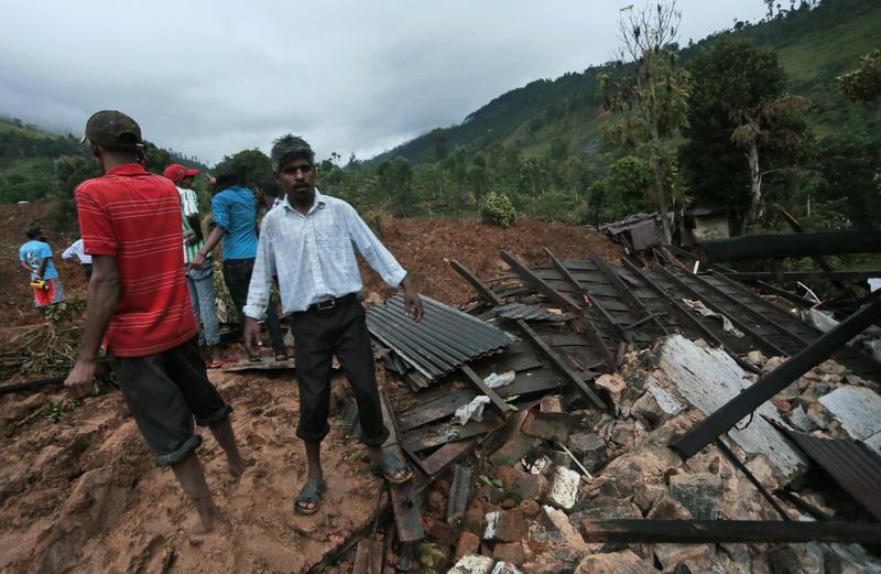 斯里兰卡茶园遭泥石流袭击已致18死 250多人失踪