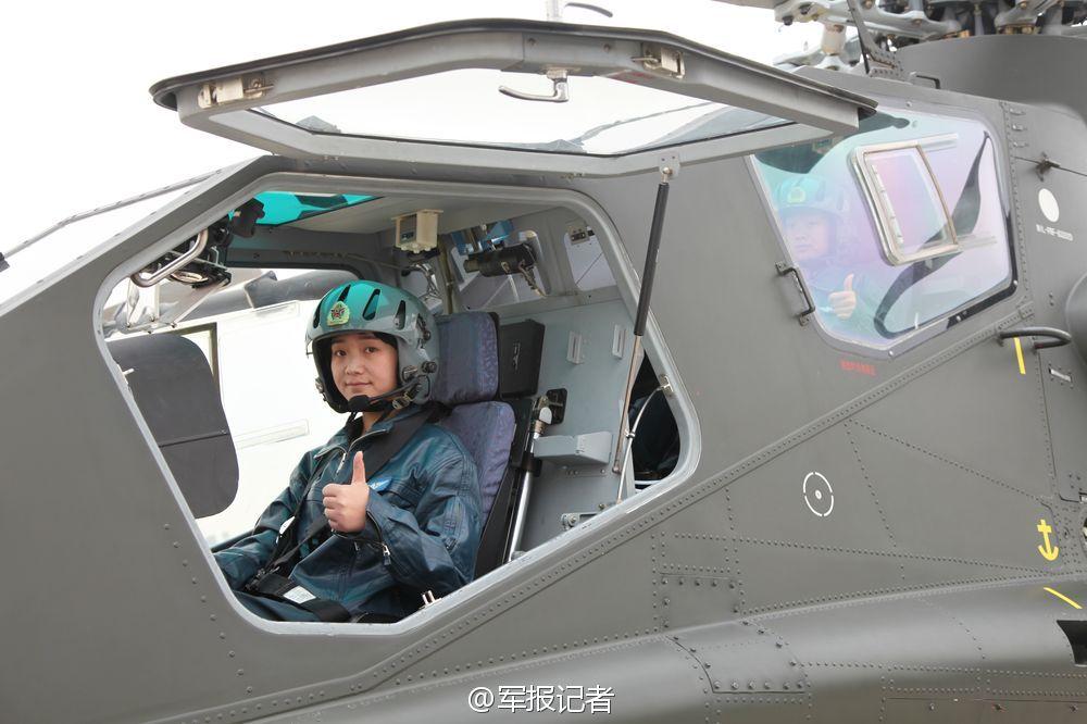 陆航女兵驾驶武直10英姿飒爽