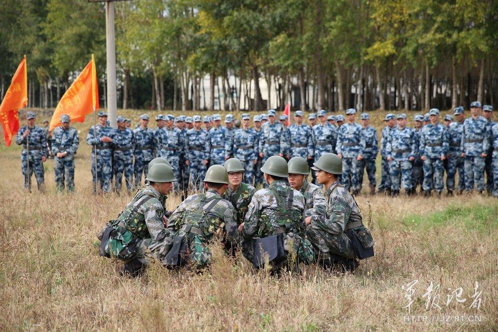 空军学员接受陆军特战魔鬼训练