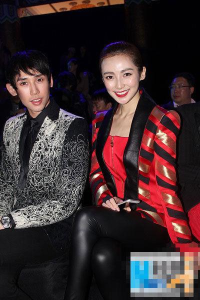 路晨现身中国国际时装周 帅气西装变身酷女郎