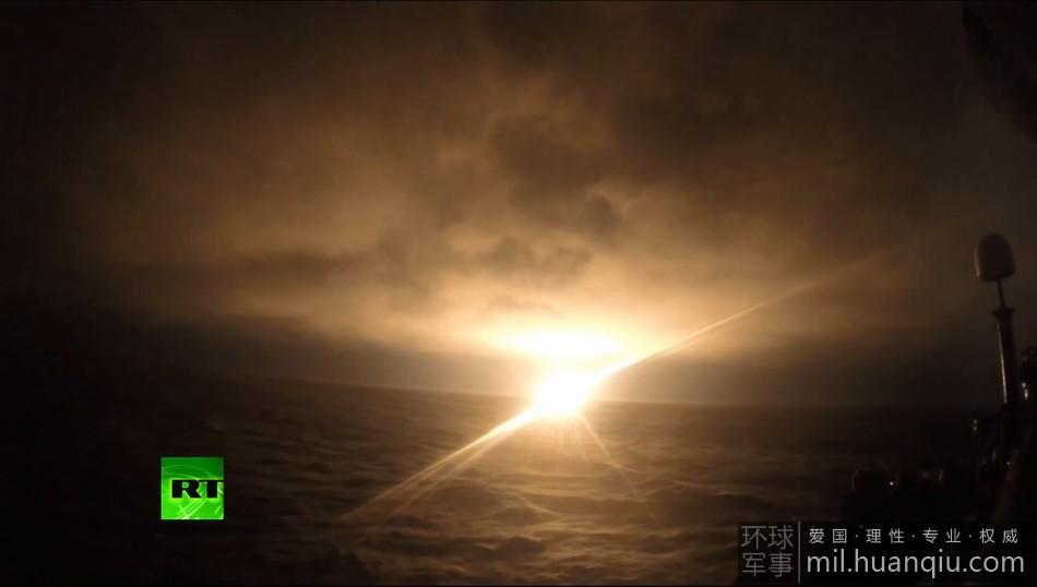 俄军布拉瓦潜射导弹恐怖发射