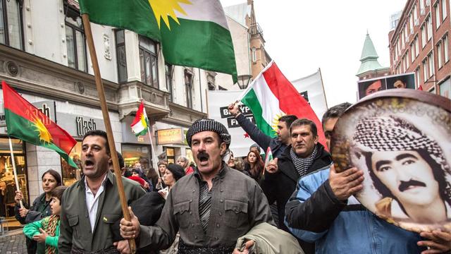 """欧洲多国民众声援库尔德士兵打击""""伊斯兰国"""""""