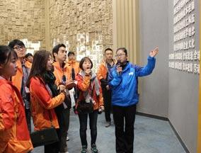 韩国青年代表团参观保定英利集团