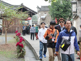 韩国青年代表团参观孙权故居