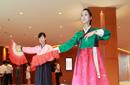 中方志愿者表演节目