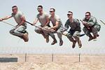 美国大兵也疯狂苦中作乐