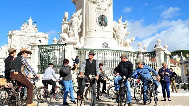 葡萄牙里斯本举行常用物品慈善骑行活动(图)