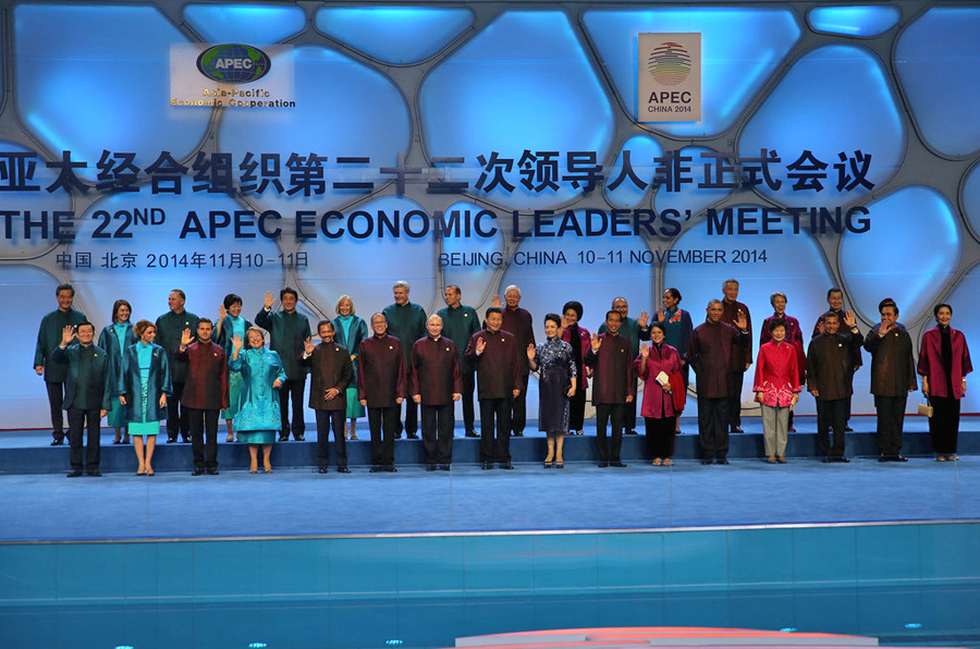 """2014年11月10日,北京,各国领导人抵达出席国家游泳中心""""水立方图片"""