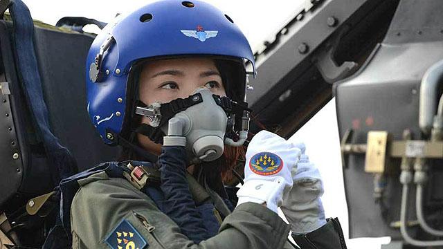 """空军女飞行员""""领舞""""中国航展"""