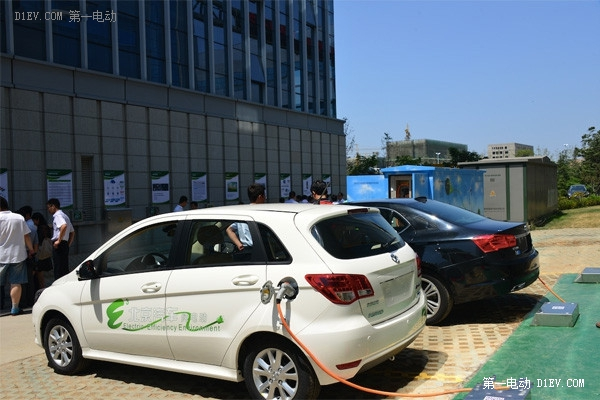 特锐德推汽车群充电系统 欲破充电推广难题