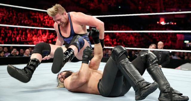 日前,美国职业摔跤WWE放送中,摔跤女王拳台肉搏激情碰撞显图片