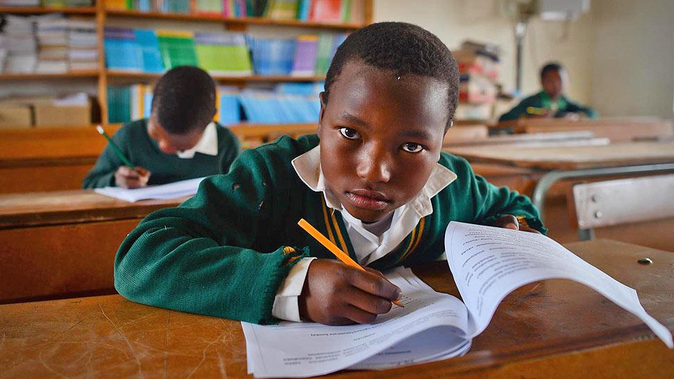 爱尔兰志愿者修建学校圆南非儿童上学梦