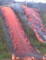 夏威夷火山岩浆所向披靡 如红色瀑布