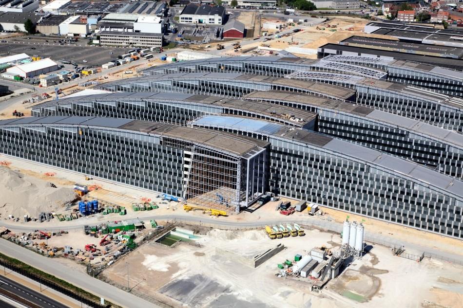 北约总部新大楼造型如同钉耙