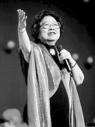 歌唱家王昆去世 推动流行乐发展发掘崔健