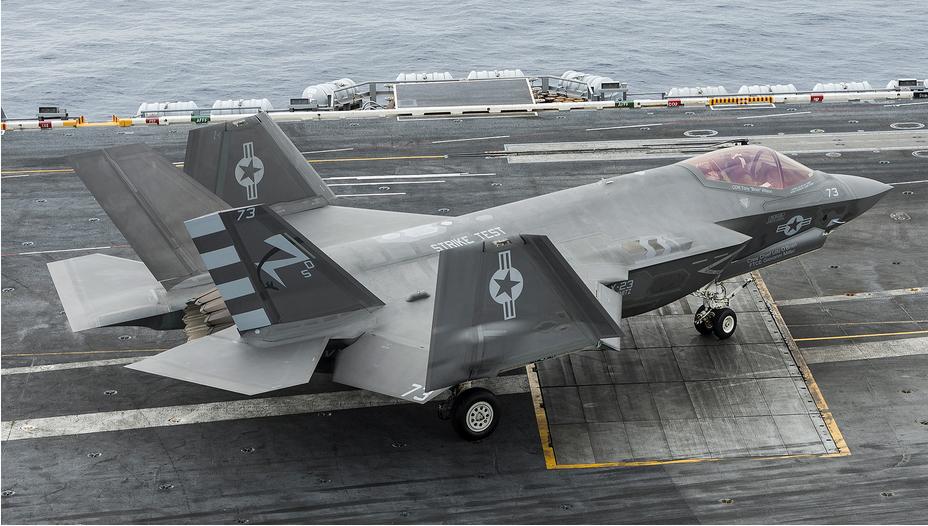 航拍F-35C五代机上航母测试