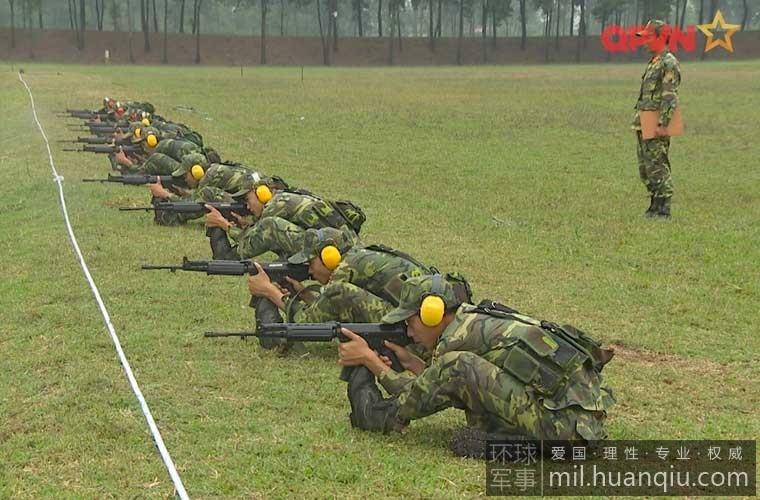 射击大赛上越南陆军的姿势亮了