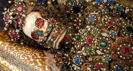 罗马出土土豪墓葬群 浑身金银珠宝