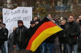 德国新纳粹分子游行遭民众阻拦爆发冲突