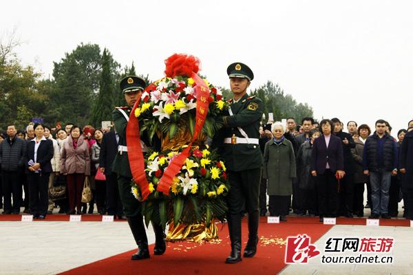 刘少奇诞辰116周年:俄籍长孙阿廖沙倾吐景仰之情