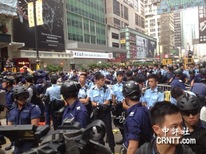 香港旺角弥敦道清障今遇阻 香港警方共拘捕116人