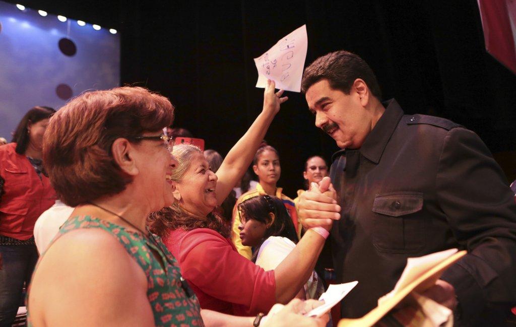 委内瑞拉总统马杜罗会晤女性组织成员 受热烈欢迎