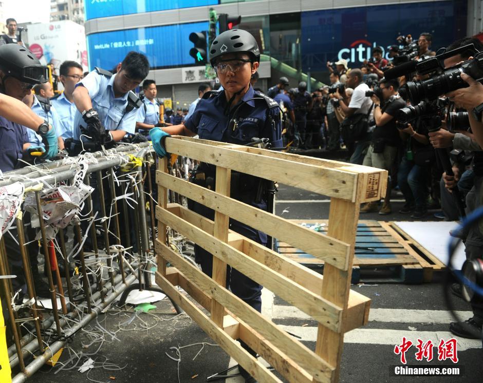 香港继续展开清障行动 弥敦道登打士街恢复通车