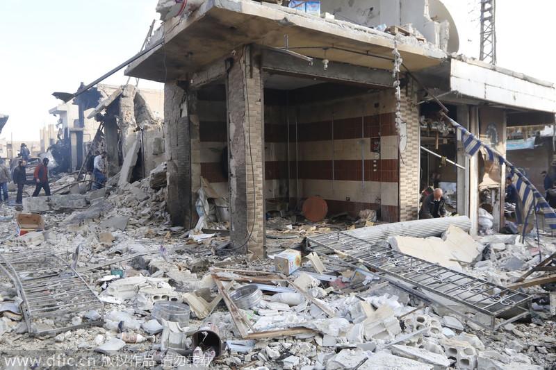 """叙利亚政府军空袭极端组织""""首都""""拉卡 至少130人丧生"""