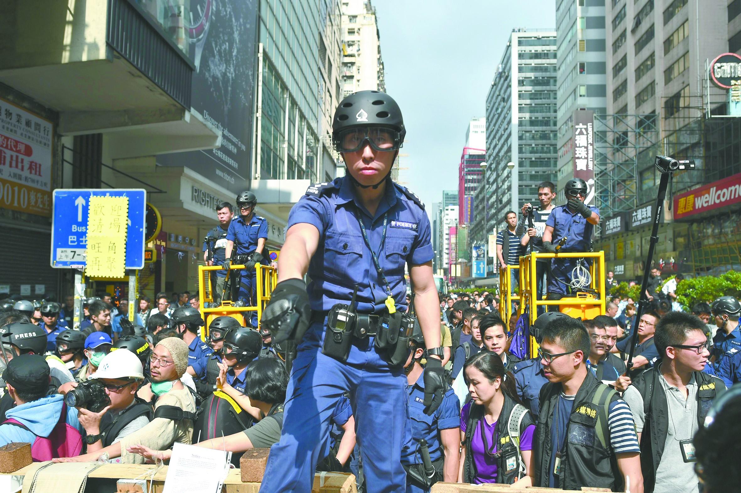 """【广东警方向香港】香港警方清场拘捕黄之锋 """"占中""""带头者可能提堂"""