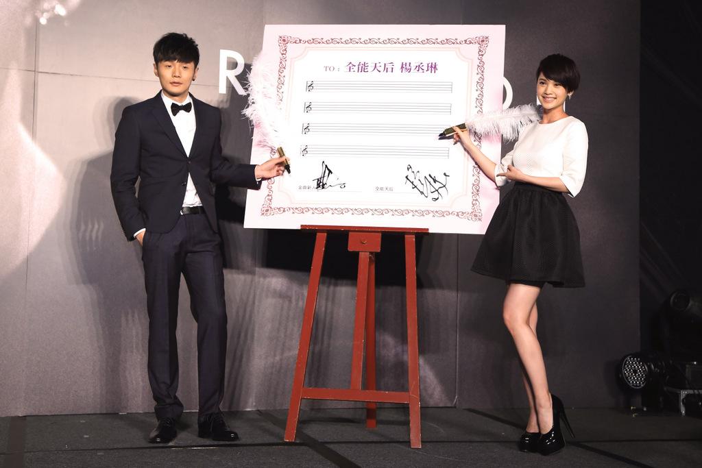 李荣浩发行新专辑 杨丞琳为《喜剧之王》站台