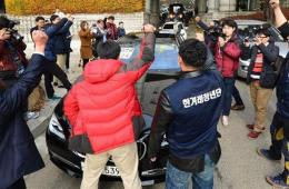 《产经》记者仍否认诋毁朴槿惠 韩保守团体扔鸡蛋抗议