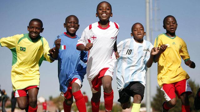 南非红玫瑰俱乐部:艾滋孤儿的足球信仰
