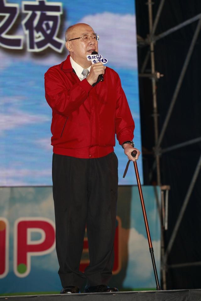 国民党重量级人物齐聚台北 连胜文与爱妻亲吻