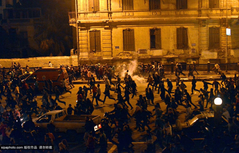穆巴拉克被判谋杀罪不成立 引发开罗大规模骚乱