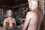 揭秘英国裸体村庄
