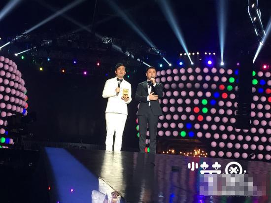 2014MAMA颁奖礼 小苹果 获中国最受欢迎歌曲奖