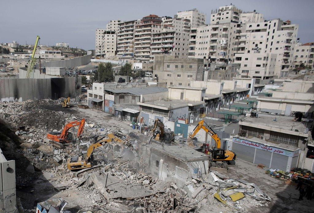 """以色列动用挖掘机拆除巴勒斯坦""""违建""""住宅"""
