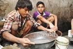 印儿童扫街挖泥筛金屑