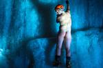 美男子裸体挑战冰上攀岩