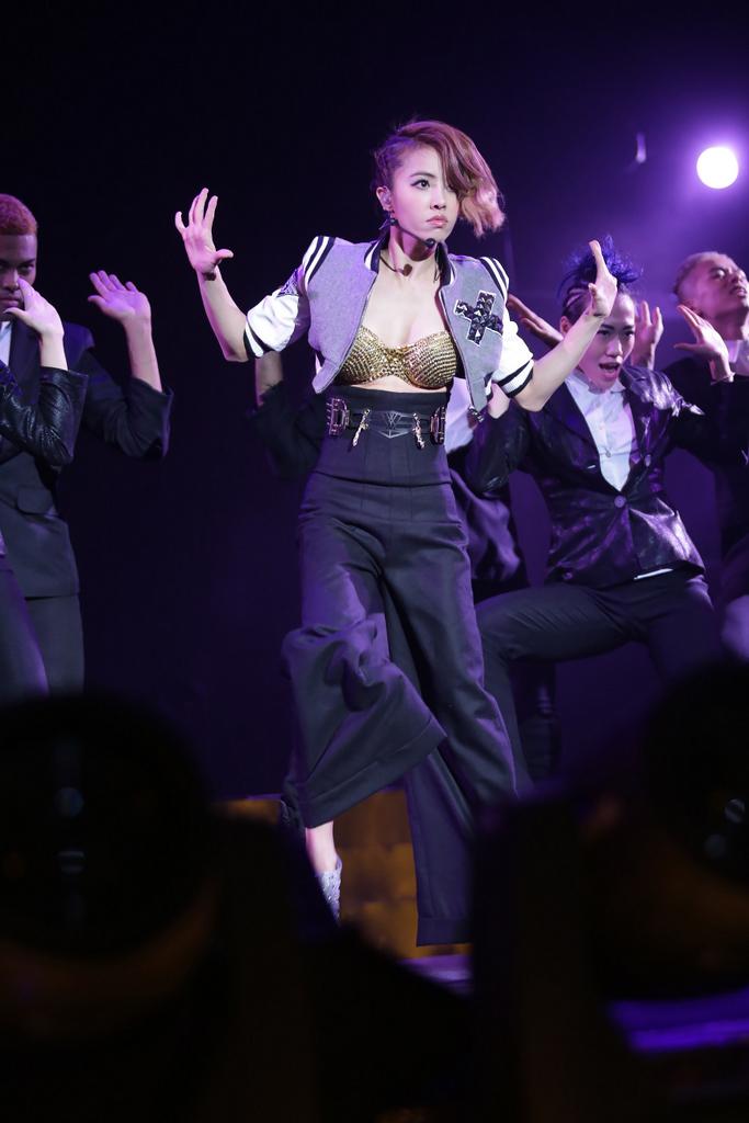 蔡依林举办2014年全新专辑《呸》新歌演唱会