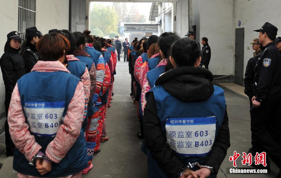 女看守所坐板_绍兴看守所600余名在押人员大转移_国内新闻_环球网