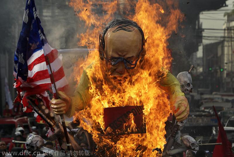 菲律宾民众焚烧总统假人 纪念世界人权日