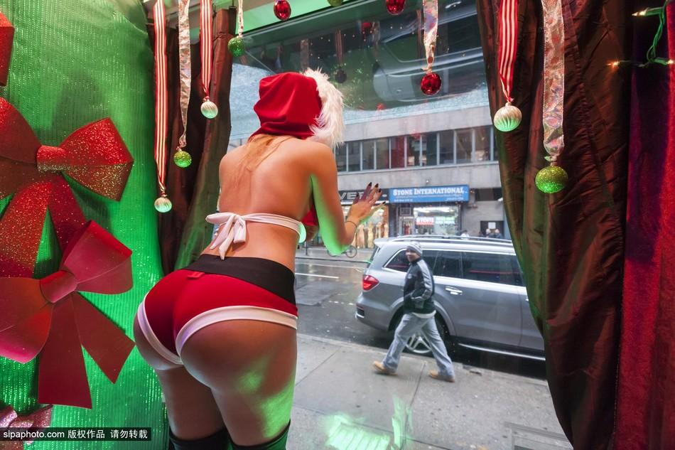 纽约橱窗美女秀美腿翘臀