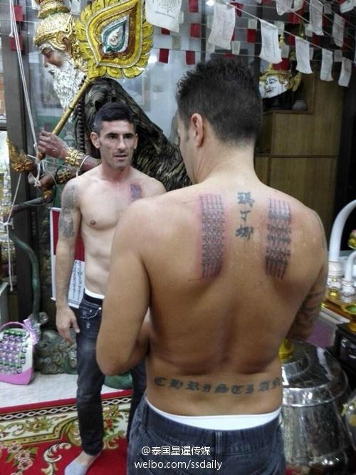 恒大主帅赴泰国纹身 女儿中文名旁填护身符