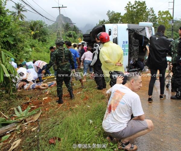 泰国一旅游客车侧翻 致3名中国游客重伤