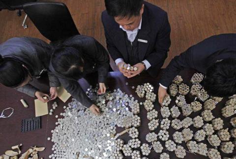长春男子欲存5万元硬币