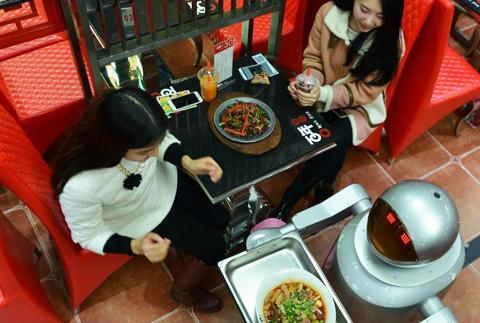 成都机器人主题餐厅开业