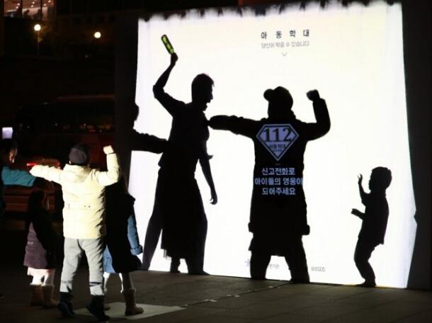 韩互动公益广告:站出来保护被虐儿童,不难!