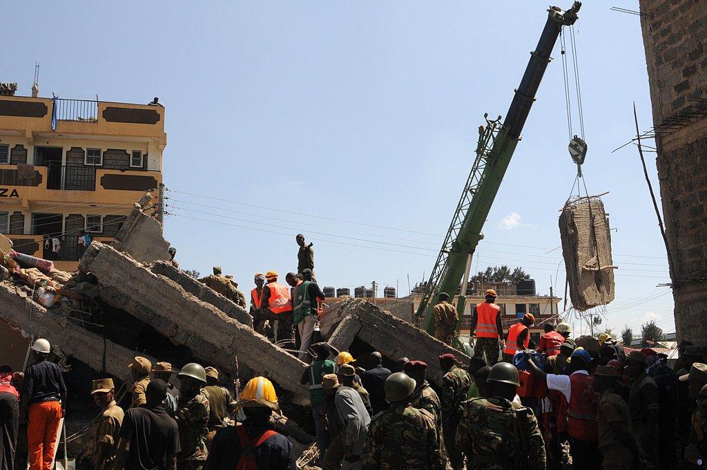 肯尼亚首都一在建住宅楼坍塌 已有7人获救